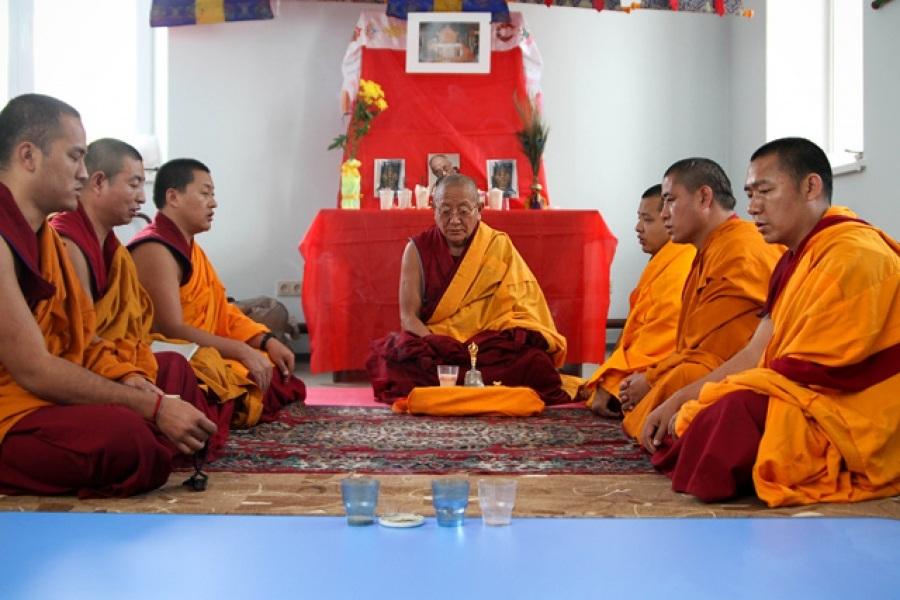 Почитать отзывы я мужчина-монах. Меня окружало большое количество учеников. Я была в состоянии нирваны или медитировала