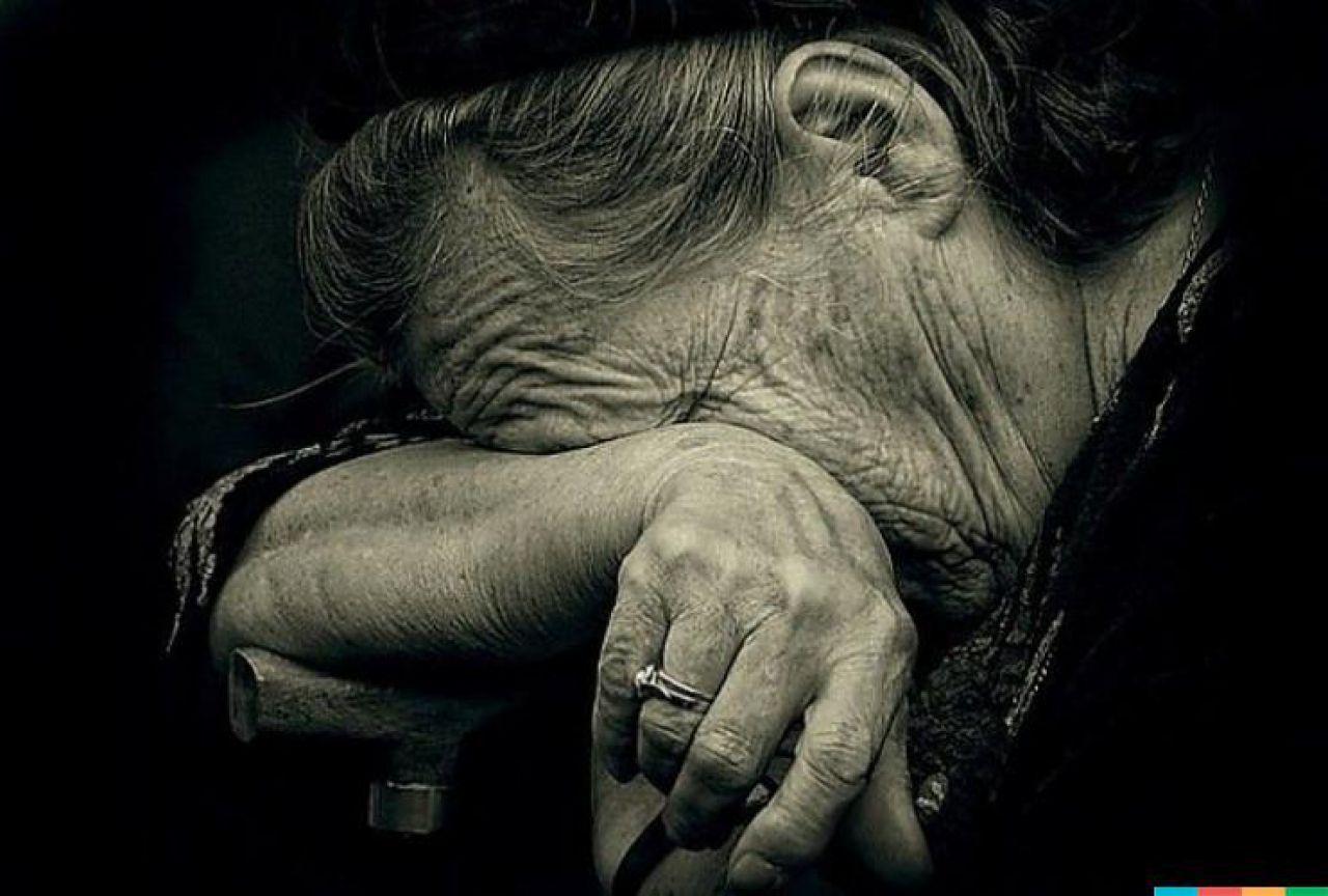 Почитать отзывы А здесь предстает передо мной унылая картина добровольного одиночества бабушки Тани.